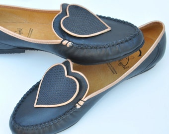 Chic loafer in black leather with coeurs  Chic black leather loafers with hearts