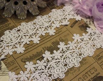 White Daisy Garland Venise Lace Trim
