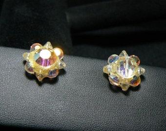 EU120 Very pretty vintage aurora borealis clip earrings