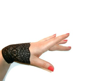 Short Black Lace Cuffs Armwarmers Fingerless Gloves Noir Avante Garde Burlesque Wedding Gothic Kinky Steampunk Victorian Edwardian Art Deco