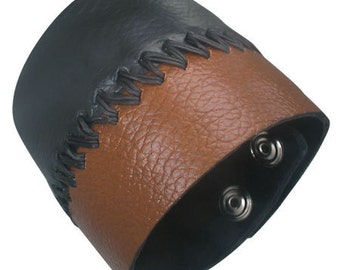 Leather wristband with fine Two-Tone design