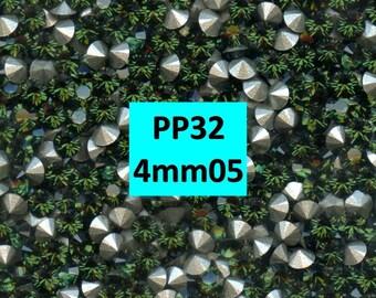 1028 PP32 TU***  30 Swarovski rhinestones point back PP32 (4,05mm) green turmaline