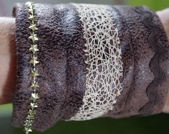 Fabric Bracelet. Gilded stars. flexible metal frame