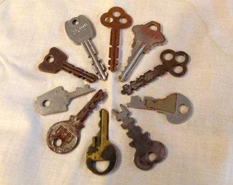 Vintage Keys antique Keys Flat Keys Rusty Keys Lot of 10, #102