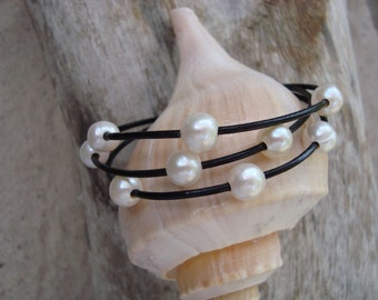 LEATHER/  PEARL BRACELET (Whitney)