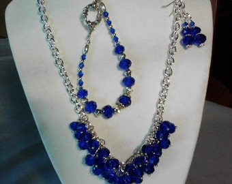 Elegant beaded necklace, bracelet and earrings for that special occasion.