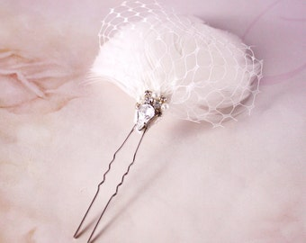 Bridal white feather hair pin, headpiece - Feather hair pin, Ready to Ship