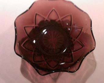A Hazel Atlas Amethyst Glass Bowl, circa 1950- 60s