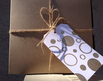 Super chic gift tag/ gold dots