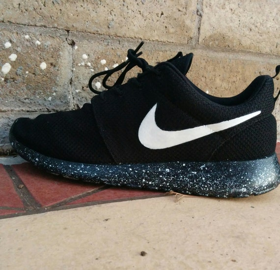 "NIKE ROSHE RUN ""OREO V.2"" on The Hunt"