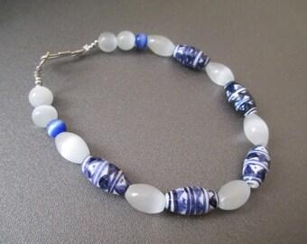 Bracelet-blue and white onyx beads