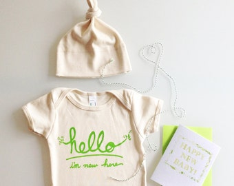 Hello I'm New Here Baby Gift Set, coming home outfit, new baby gift, gender neutral baby, baby shower gift (green) - by eggagogo
