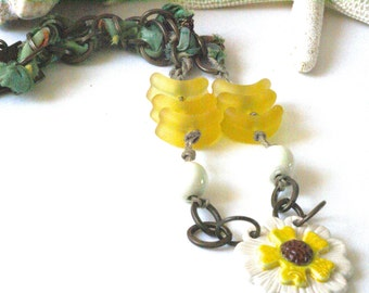Floral Necklace, Daisy Pendant, Trending Yellow Necklace, Boho Floral Jewelry, Flower Necklace, Chunky Chain Necklace, Wearable Art Gift