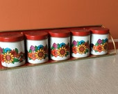 Lithograph spice containers with shelf