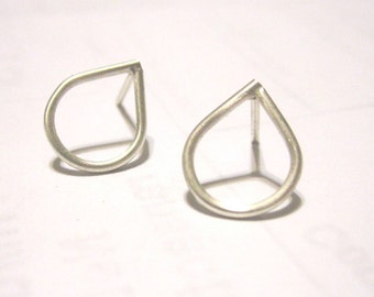 Tear Drop Stud Earrings, Sterling Silver Rain Drop Earring Studs, simple silver studs,  droplet earrings 0049