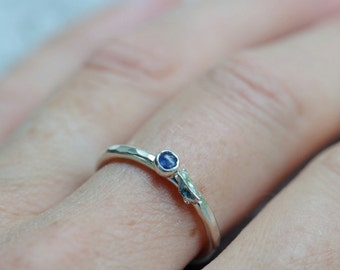 Blue sapphire ring in sterling silver with leaf. Blueberry ring, hammered texture, size 7.5. September birthstone