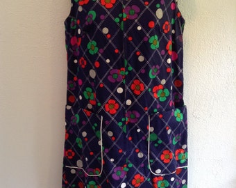 Vintage day or house dress from 1960.  Dynasty Label.   Size Medium.  NEVER WORN.