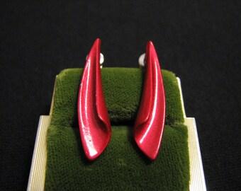 Vintage Glittery Red Wavy Teardrop Spike Pierced Earrings