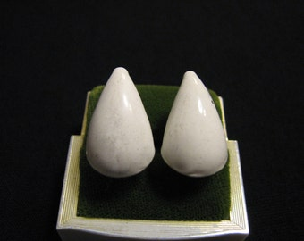 Vintage White Enameled Metal Cone Teardrop Clip Earrings