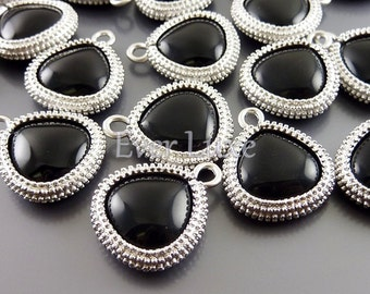 2 Smooth synthetic black onyx briolette pendants, stone charms, jewelry / jewellery supplies 5123R-BL (matte silver, black, 2 pieces)