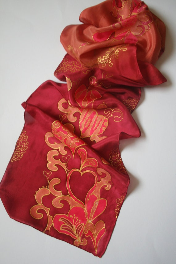 Red Ombre Silk Scarf. Heart Scarf. Love Scarf. Hand Painted Silk.. foulard de soie