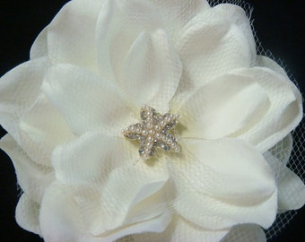Ivory bridal hair flower with pearl and rhinestone STARFISH centerpiece and tulle netting  / bridal starfish hair clip comb