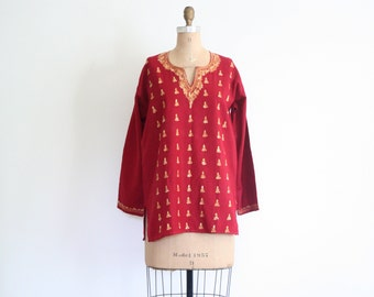 SALE    vintage embroidered tunic top - India / Brick Red & goldenrod - crewel embroidery / Bohemian - rayon linen