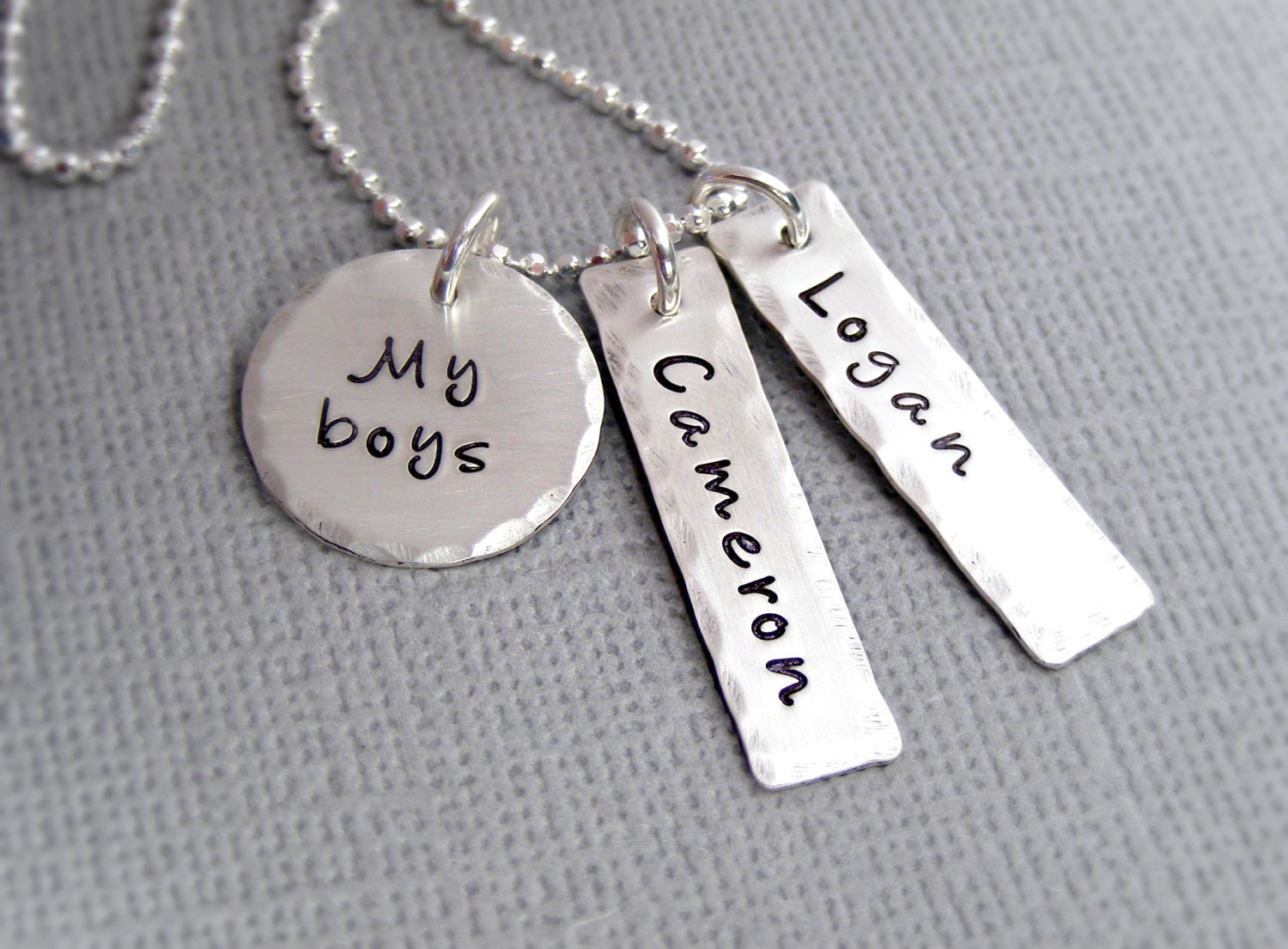 personalized mothers necklace custom mother 39 s jewelry. Black Bedroom Furniture Sets. Home Design Ideas