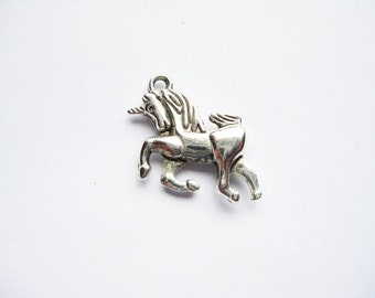 5 Unicorn Charms in Silver Tone - C1089