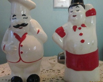 40s Art Deco Salt And Pepper Shakers / Chef And Waitress / Kitsch Kitchen Adorable / Restaurant