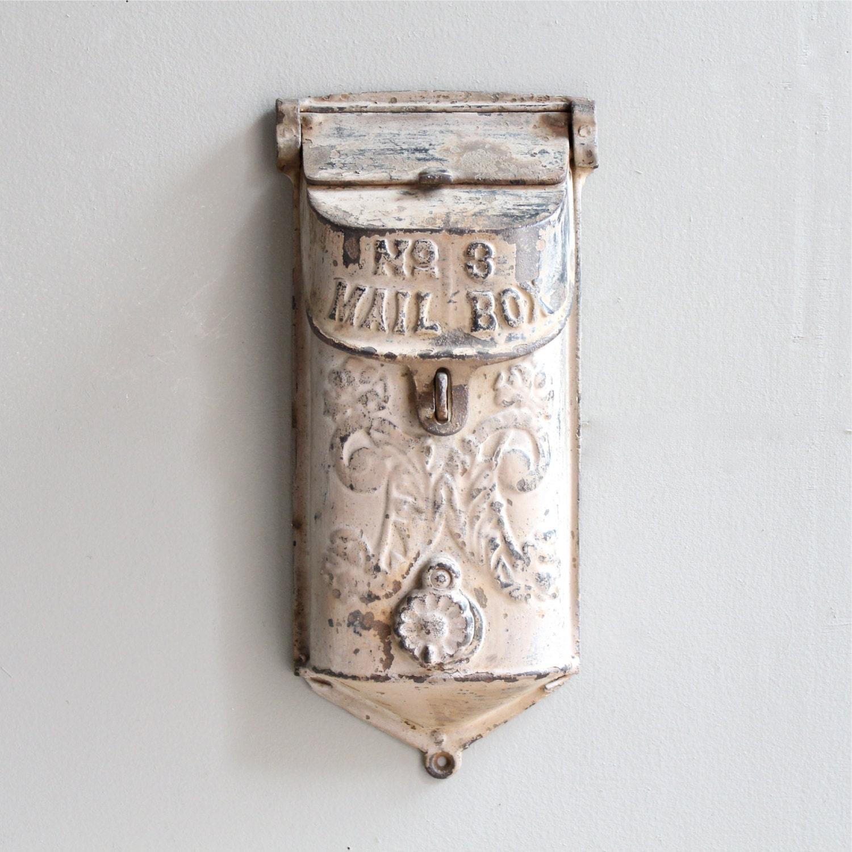 Vintage cast iron mailbox - Buzon vintage ...