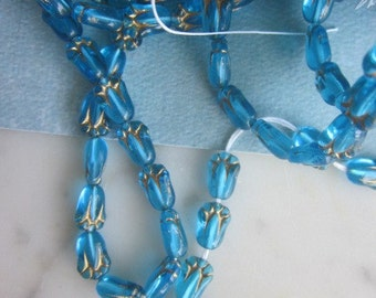 Turquoise Tulip Flower Glass Beads