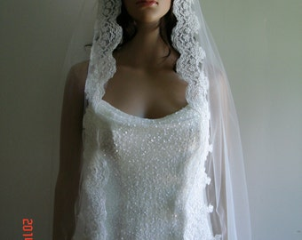 one tier veil with beautiful lace(Light Ivory, white, Ivory)
