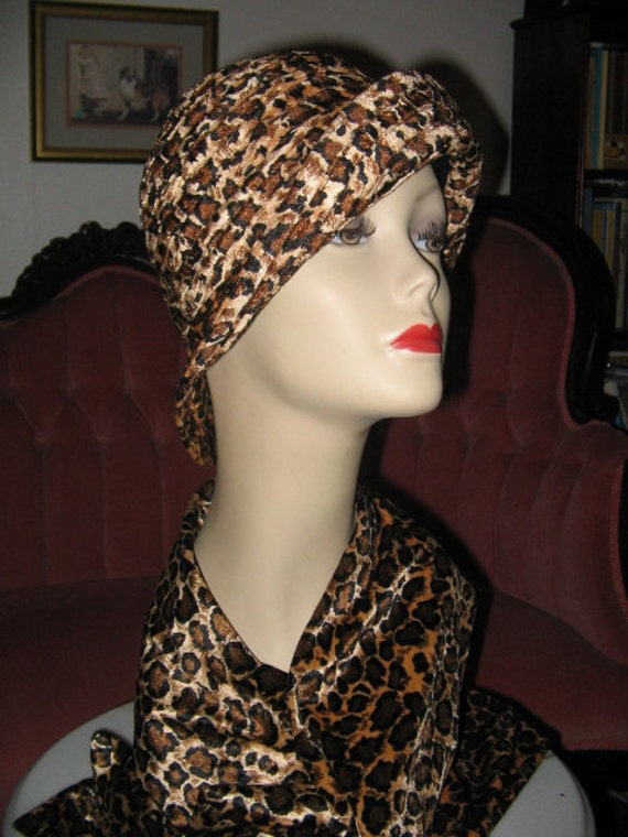 Leopard print scarves can be completely appropriate in many different situations. For casual days of running errands or heading to the PTA meeting, choose to wear a scarf with jeans and flats. The mstylelab circular scarf is a great option for casual meetings and events.