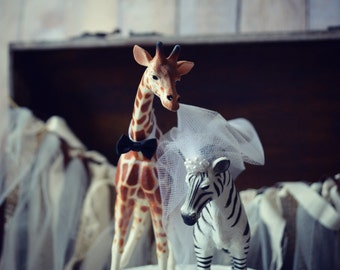 Zoo-wedding-cake topper-jungle-animals-zebra-giraffe-bride-groom-Mr and Mrs-custom-woodland-safari-zoo wedding-unique-lover-groom's cake