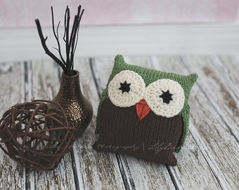 Briar Cotton Owl knitted plush toy made with cotton yarn in sage and brown