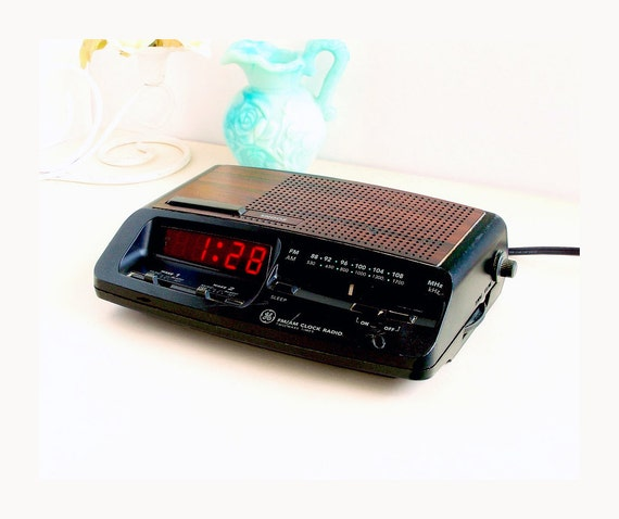 vintage ge alarm clock radio 2 wake times dual by thewhitepelican. Black Bedroom Furniture Sets. Home Design Ideas
