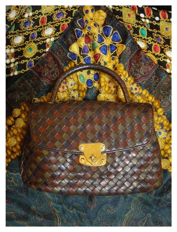 Vintage Bottega Veneta intrecciato woven leather purse in wine, brown, khaki, navy, fall colors. Gorgeous masterpiece  from Bottega.