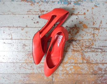 solid red 9 WEST heels/ cutout sides// 8N