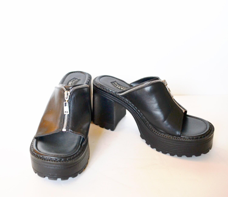Black sandals grunge -  Zoom