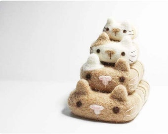 Felted iPhone / Samsung / and else phone CASE - cute Kitten, 100% merino wool