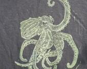 Furious Octopus Men's T-shirt: hand-printed black cotton.