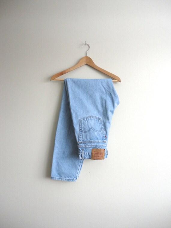 Levis Mom Jeans - Clueless Light Wash Denim High Waist Jeans - Vintage 550 Levis Boyfriend Jeans W 31