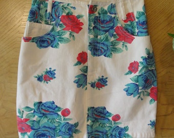 Vintage 80s 90s floral denim skirt small size 3 jean high waisted zip up by Paris Blues 1980s 1990s