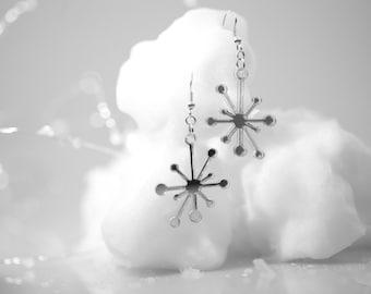 Retro Mid-Century Snowflake Star Earrings - Silver Mirrored Acrylic