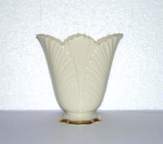 Lenox Corinthian Leaf Fan Vase Made In Usa Ivory Gold