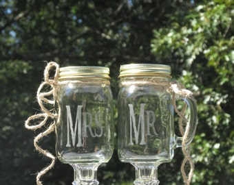 Pair of Personalized Mr. Mrs. Mason Jar Redneck Wine Toasting Glasses / Rustic, Country, Barn Weddings / Choice of Fonts & Daisy Lids