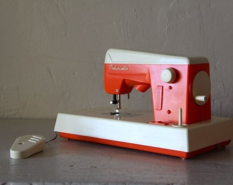 Cute Old French Childs Toy Sewing Machine 1950s
