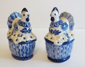 Hen on Nest Salt and Pepper Shaker Set by Delft