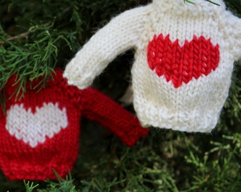 Knitting PATTERN / Christmas Ornament / Heart Mini Sweater / Quick Knit / PDF instant download / Valentine's Day